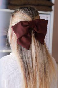 braune Haarschleife